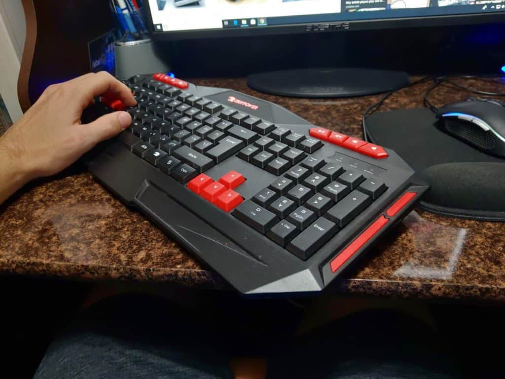 tilted keyboard for gaming